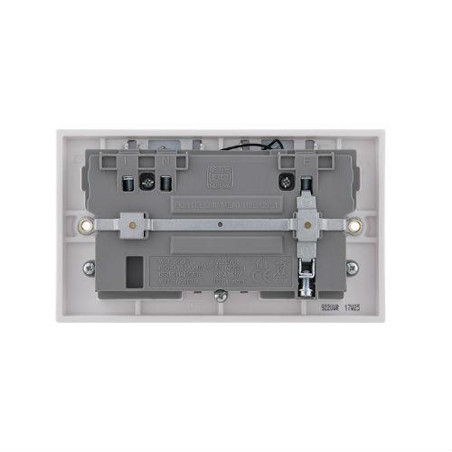 BG – 1USB 2.1A雙位有掣13A 無線信號延伸器插座/蘇底-白色 (型號 : 922UWR)